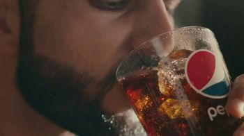 Buffalo Wild Wings TV Spot, 'Pepsi Bath' - Thumbnail 5
