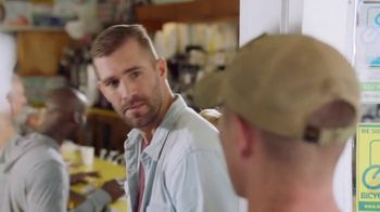 The Foundation for a Better Life TV Spot, 'Thank You for Your Service' Song by Zac Brown Band - Thumbnail 4