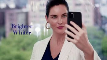 Clear Eyes TV Spot, 'Your Eyes Deserve the Best' Featuring Hilary Rhoda - Thumbnail 4