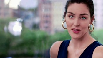 Clear Eyes TV Spot, 'Your Eyes Deserve the Best' Featuring Hilary Rhoda - Thumbnail 6