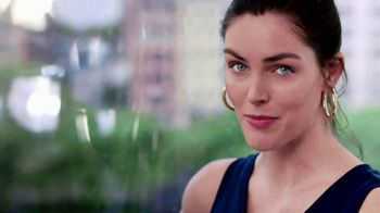 Clear Eyes TV Spot, 'Your Eyes Deserve the Best' Featuring Hilary Rhoda - Thumbnail 7