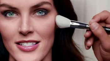 Clear Eyes TV Spot, 'Your Eyes Deserve the Best' Featuring Hilary Rhoda - Thumbnail 8