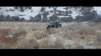 2021 Chevrolet Silverado Trail Boss TV Spot, 'Lo que menos necesitas es una carretera' [Spanish] [T1] - Thumbnail 1
