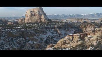 2021 Chevrolet Silverado Trail Boss TV Spot, 'Lo que menos necesitas es una carretera' [Spanish] [T1] - Thumbnail 3