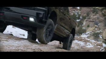 2021 Chevrolet Silverado Trail Boss TV Spot, 'Lo que menos necesitas es una carretera' [Spanish] [T1] - Thumbnail 4