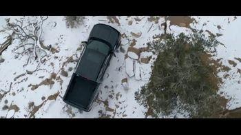 2021 Chevrolet Silverado Trail Boss TV Spot, 'Lo que menos necesitas es una carretera' [Spanish] [T1] - Thumbnail 5