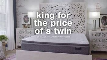 Ashley HomeStore Presidents Day Mattress Marathon TV Spot, 'King for the Price of a Queen' - Thumbnail 4