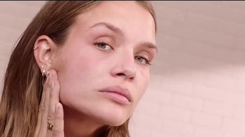 Maybelline New York Instant Age Rewind Eraser TV Spot, 'Lo hace todo' [Spanish] - Thumbnail 5