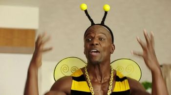 Honey-Comb TV Spot, 'Bee Big' Featuring Terry Crews - Thumbnail 3