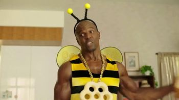 Honey-Comb TV Spot, 'Bee Big' Featuring Terry Crews - Thumbnail 4