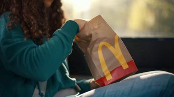 McDonald's TV Spot, 'Ahí viene la mano' [Spanish] - Thumbnail 1