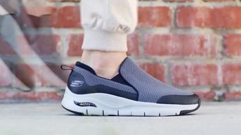 SKECHERS Arch Fit TV Spot, 'Podiatrist Certified Arch Support' - Thumbnail 10