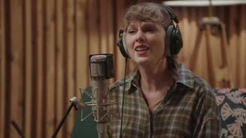 Disney+ TV Spot, 'Folklore: The Long Pond Studio Sessions' Song by Taylor Swift - Thumbnail 6