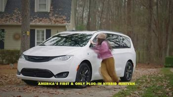 Chrysler Pacifica Family Pricing TV Spot, 'For Every Parent' Featuring Kathryn Hahn [T2] - Thumbnail 5