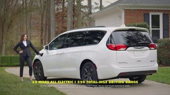 Chrysler Pacifica Family Pricing TV Spot, 'For Every Parent' Featuring Kathryn Hahn [T2] - Thumbnail 6