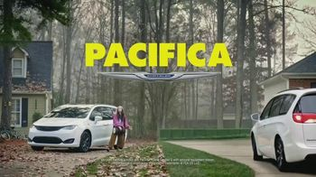 Chrysler Pacifica Family Pricing TV Spot, 'For Every Parent' Featuring Kathryn Hahn [T2] - Thumbnail 7