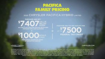Chrysler Pacifica Family Pricing TV Spot, 'For Every Parent' Featuring Kathryn Hahn [T2] - Thumbnail 8