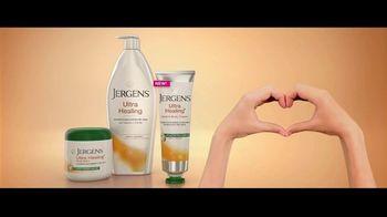 Jergens Ultra Healing TV Spot, 'Elbows: Hand Cream' Featuring Leslie Mann, Maude Apatow - Thumbnail 8