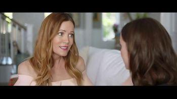 Jergens Ultra Healing TV Spot, 'Elbows: Hand Cream' Featuring Leslie Mann, Maude Apatow - Thumbnail 4