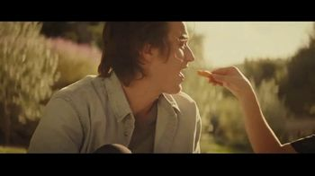 Taco Bell Nacho Fries TV Spot, 'The Craving' Featuring Joe Keery, Sarah Hyland - Thumbnail 3