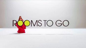 Rooms to Go La Venta de Año Nuevo TV Spot, 'Este momento' con Sofía Vergara, canción de Pitbull [Spanish] - Thumbnail 9