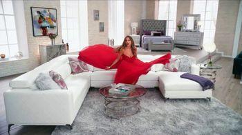 Rooms to Go La Venta de Año Nuevo TV Spot, 'Este momento' con Sofía Vergara, canción de Pitbull [Spanish] - Thumbnail 5