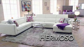 Rooms to Go La Venta de Año Nuevo TV Spot, 'Este momento' con Sofía Vergara, canción de Pitbull [Spanish] - Thumbnail 6