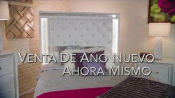 Rooms to Go La Venta de Año Nuevo TV Spot, 'Este momento' con Sofía Vergara, canción de Pitbull [Spanish] - Thumbnail 8