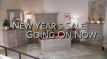 Rooms to Go New Year's Sale TV Spot, 'Start the New Year in Style' Song by Pitbull, Ft. Cindy Crawford, Sofia Vergara - Thumbnail 8