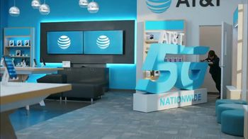 AT&T Wireless TV Spot, 'Lily 5G Sign: 5G Nationwide' - Thumbnail 1