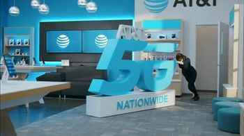 AT&T Wireless TV Spot, 'Lily 5G Sign: 5G Nationwide' - Thumbnail 2