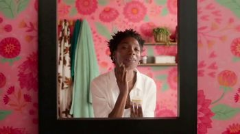 Burt's Bees Truly Glowing Skin Care TV Spot, 'Love Your Skin Naturally'