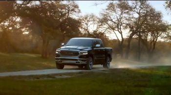 Ram Trucks TV Spot, 'Tres veces' canción de Foo Fighters [Spanish] [T1] - Thumbnail 7