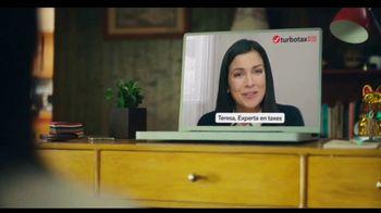 TurboTax Live TV Spot, 'Tu abuela puede contestar eso' [Spanish] - Thumbnail 6