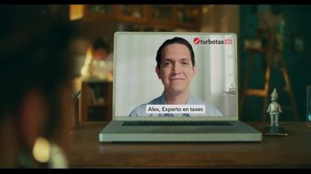TurboTax Live TV Spot, 'El experto en taxes de la familia' [Spanish] - Thumbnail 6
