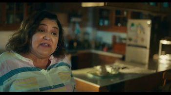 TurboTax Live TV Spot, 'El experto en taxes de la familia' [Spanish]