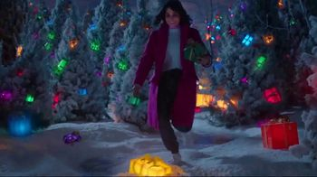 TJX Companies TV Spot, 'The Holiday Place' - Thumbnail 6