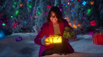 TJX Companies TV Spot, 'The Holiday Place' - Thumbnail 7