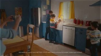 Lowe's TV Spot, 'Home for the Holidays: Celebrate' - Thumbnail 5
