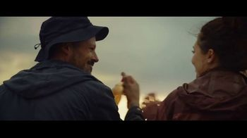 Michelob ULTRA Pure Gold TV Spot, 'Hike' - Thumbnail 7