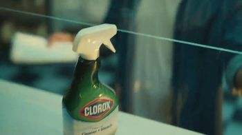 Clorox TV Spot, 'Los cuidadores: bodega' [Spanish] - Thumbnail 5