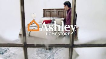 Ashley HomeStore Venta de Colchones de Black Friday TV Spot, '0% intereses' [Spanish] - Thumbnail 1