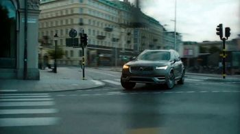 Volvo Holiday Safely Sales Event TV Spot, 'The Parents' Song by Pete Seeger [T2] - Thumbnail 3