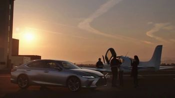2021 Lexus ES TV Spot, 'El playlist de Sofía' [Spanish] [T2] - Thumbnail 6