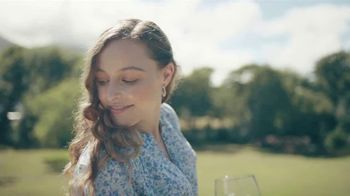 Cupcake Light Hearted Pinot Grigio TV Spot, 'Picnic' - Thumbnail 7