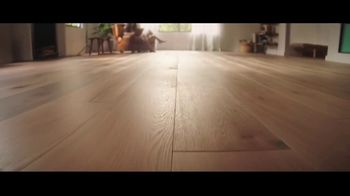 LL Flooring TV Spot, 'Bellawood Oak Floors: 36 Months Financing' Song by Electric Banana - Thumbnail 3