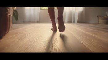 LL Flooring TV Spot, 'Bellawood Oak Floors: 36 Months Financing' Song by Electric Banana - Thumbnail 6