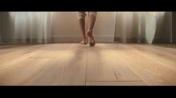 LL Flooring TV Spot, 'Bellawood Oak Floors: 36 Months Financing' Song by Electric Banana - Thumbnail 8