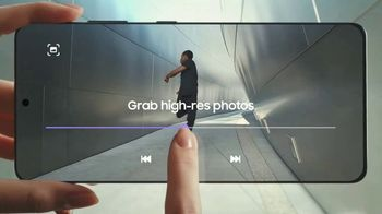 Samsung Galaxy S21 Ultra 5G TV Spot, 'Trade In: Save Up to $700 - Thumbnail 2