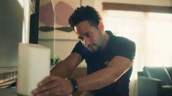XFINITY TV Spot, 'Un lugar asombroso para estar' canción de M83 [Spanish] - Thumbnail 8